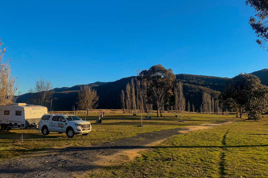 Beautiful high country views of the snowies and a spacious campground at the Khancoban Lakeside Caravan Park