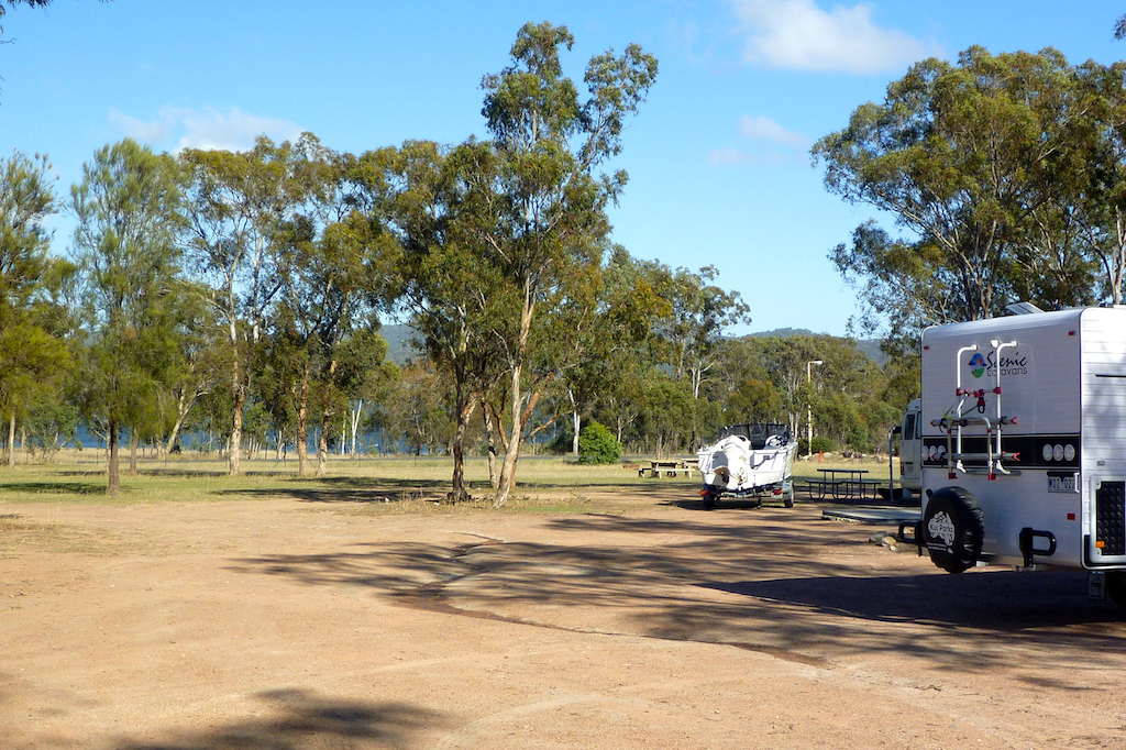 Lovely, large sites for tranquil camping at Lake Leslie Tourist Park