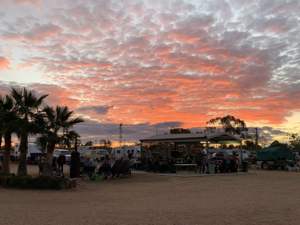 Enjoy happy hour three nights a week with complimentary pizza at the Lightning Ridge Holiday Park. The Sunday roasts are said to be legendary as well