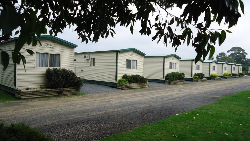All Prom Central Caravan Park cabins feature ensuites and a stove-top kitchen with fridge