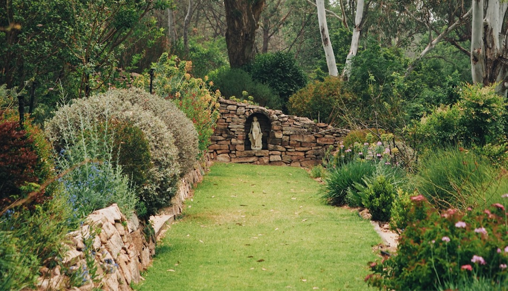 Dry-stone walls border paths leading to different roomsl