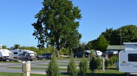 Beautiful campsites at Longford Riverside Caravan Park